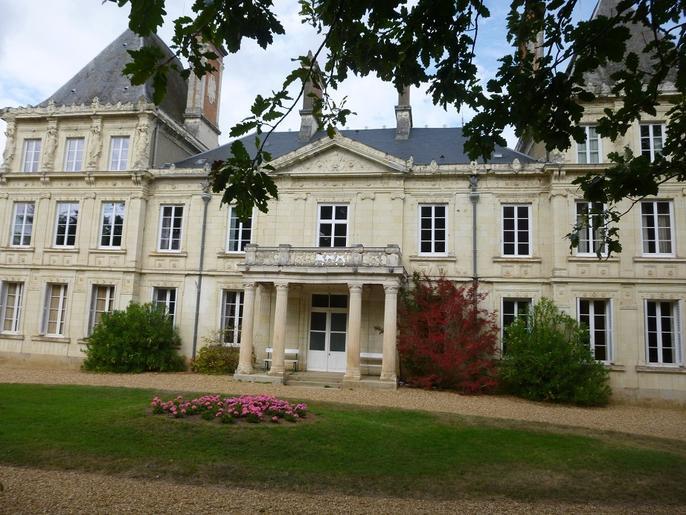 Château XIXème av parc dépendances et piscine