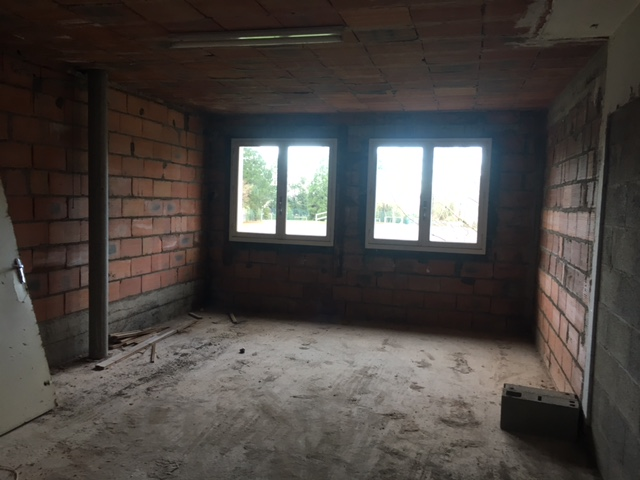 Bâtiment à rénover avec combles