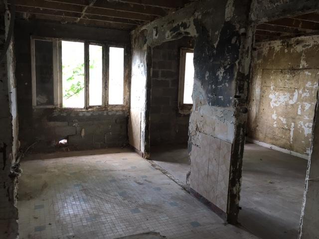 Maison en plateaux nus à restaurer entièrement